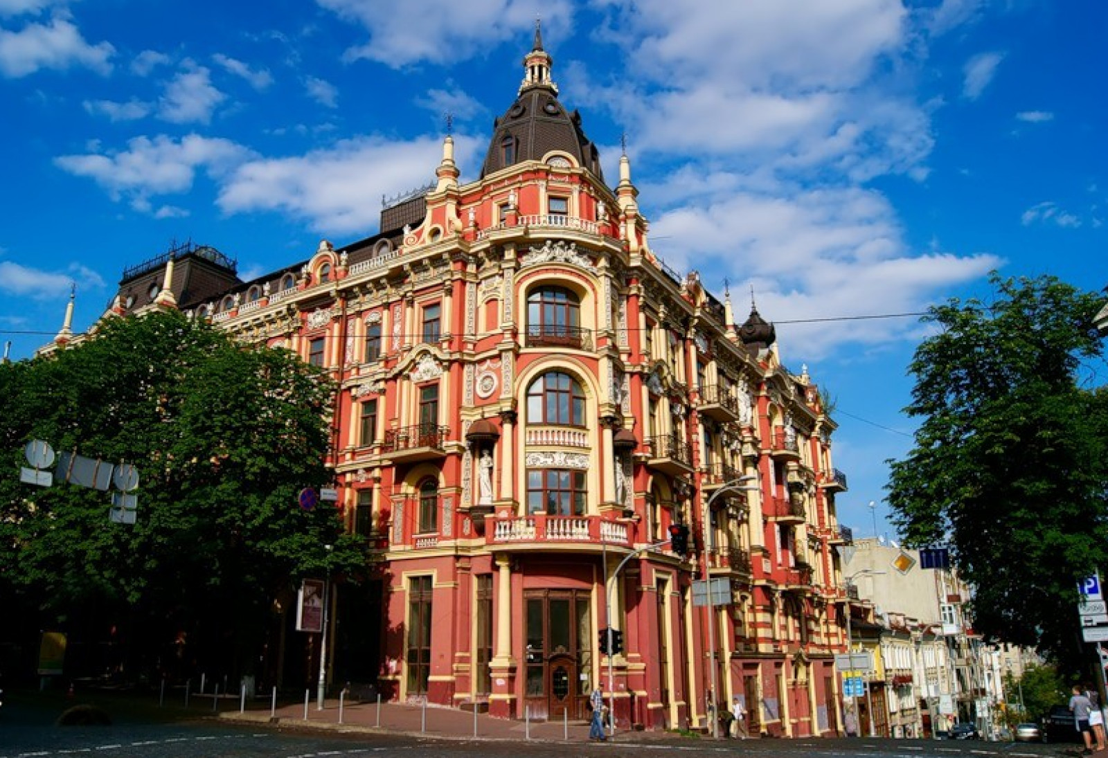 KYIV - sightseeing tour by car with panoramic roof
