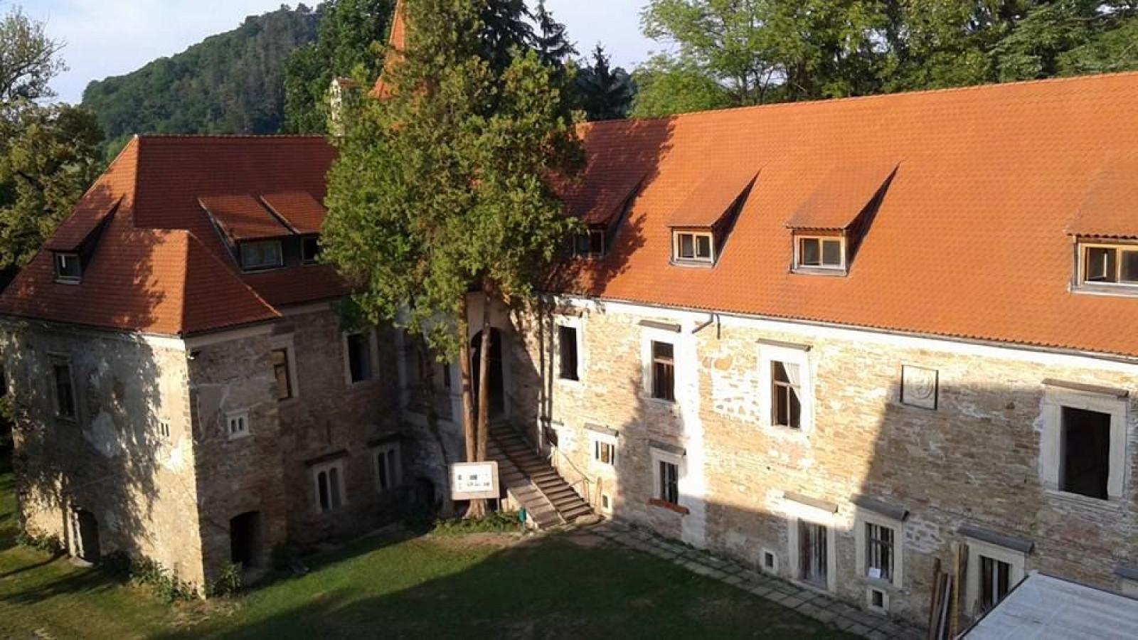 Cris Castle
