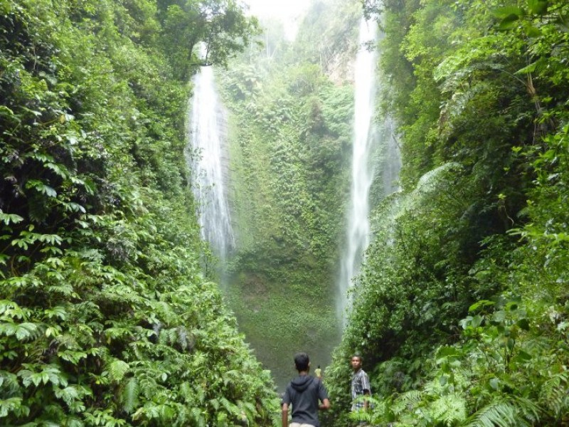 Best Indonesia Tours: Twin Waterfalls