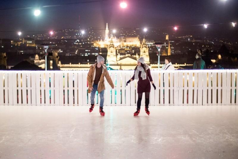 Skaten boven de stad